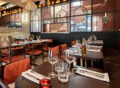 Elegant restaurant with dressed tables in Memphis Tennessee
